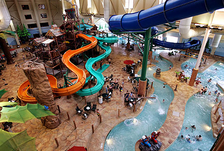 Everybody in the pool: Great Wolf Lodge to open hotel with indoor water park in Arizona. Great Wolf Lodge, a chain of hotels with sprawling indoor water parks, is adding a location near Scottsdale.